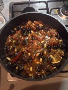 agneau, huile, oignon, ail, Sel, cannelle, gingembre, safran, pruneau, amande, sésame, sucre