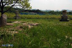 숭복사지 동·서 3층석탑 Gyeongju, Vineyard, Mountains, Nature, Travel, Outdoor, Outdoors, Naturaleza, Viajes