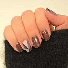 Le nail art patchwork 50′s #nailart #essie winter collection 2013
