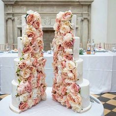This blush tone floral split cake by @cremedelacakes is STUNNING - I mean those flowers are to die for ❤❤❤. Would you want a split cake for your wedding? #TWPweddingcakes