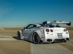 Liberty Walked Nissan GT-R