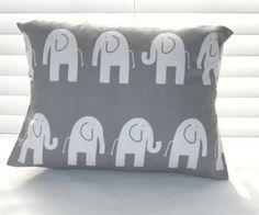 Oreiller bébé pépinière coussins oreiller gris par PillowsByJanet, $15.00