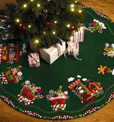 Bucilla Candy Express Tree Skirt Felt Applique Kit 43 Round for sale online Christmas Stocking Kits, Christmas Items, Felt Christmas, Christmas Stockings, Christmas Crafts, Christmas Decorations, Holiday Decor, Christmas Tree Skirts Patterns, Diy Snowman
