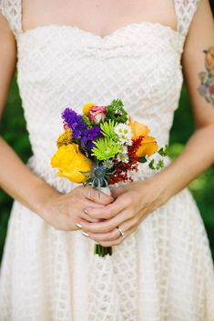 Tips for DIY Wedding Day Flowers - A BEAUTIFUL MESS. Think we could do own own in the town hall??