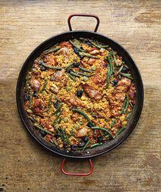 Paella with Rabbit and Snails (Paella Valenciana) Recipe - yuki Spanish Dishes, Spanish Cuisine, Spanish Food, Spanish Recipes, Valenciana Recipe, Paella Valenciana, Rice Dishes, Tasty Dishes, Bob Lung