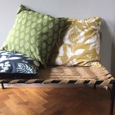 Relaxte mix van diverse prints en kleuren  Ethnic Chic, Interior Styling, Home Accessories, Van, Throw Pillows, Prints, Style, Interior Decorating, Swag