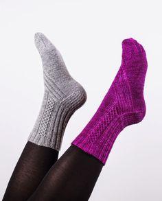 Ravelry: Tabula Rasa Socks pattern by Johanna Ylistö Crochet Socks, Knitting Socks, Hand Knitting, Knit Crochet, Mitten Gloves, Mittens, Little Cotton Rabbits, Sexy Socks, Wool Socks