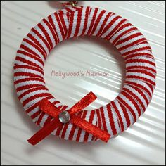 Easy to make: Mini Christmas Wreaths, are cute and a nice quick craft even this kids could make it