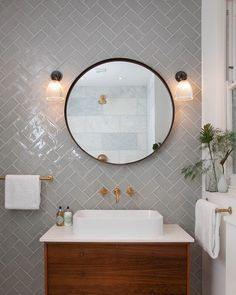 Prismatic Ribbed Glass Bathroom Wall Light, Peterstow Vintage Retro Lighting (Ip44 Rated)