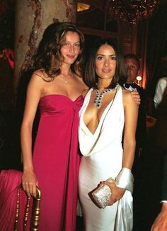 Salma Hayek y Laetitia Casta Salma Hayek Young, Salma Hayek Body, Salma Hayek Bikini, Beautiful Celebrities, Beautiful Actresses, Gorgeous Women, Salma Hayek Pictures, Selma Hayek, Mannequins