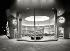 L Motors, 175th Street and Broadway, New York City - March 24, 1948