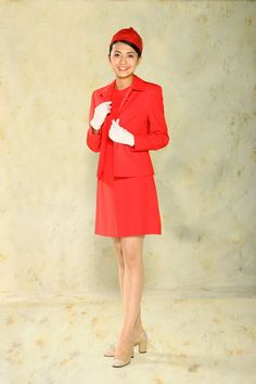 Favorite Cathay Pacific uniform: The era of the mini skirt arrived and hemlines really took off. This Rudella Shull Watterman design was welcomed by crew and passengers alike.