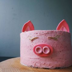 Cute pink pig cake! Pig Cupcakes, Animal Cupcakes, Cupcake Cakes, Pig Party, Pig Roast Party, Pretty Cakes, Cute Cakes, Piggy Cake, Pig Birthday Cakes