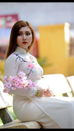 Vietnamese Traditional Dress, Traditional Dresses, Oriental Fashion, Asian Fashion, Vietnam Girl, Beauty Full Girl, Beautiful Asian Women, Ao Dai, Sexy Asian Girls