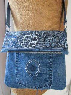 Resultado de imagem para Como customizar uma bolsa jeans?