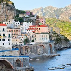 Amalfi the Italian coastal town is a #UNESCO World Heritage Site renowned for its serene views.