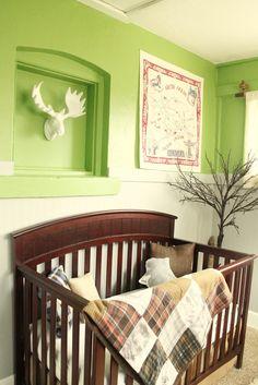 Alaska/outdoorsy theme with beautiful, rustic book display Project Nursery, Nursery Decor, Room Decor, Nursery Ideas, Baby Boy Rooms, Baby Boy Nurseries, Rustic Bedding Sets, Rustic Books, Sweet Dreams Baby