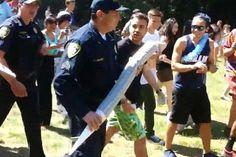 Policía confisca el cigarro de mariguana de 1 metro de largo | Zona Selecta