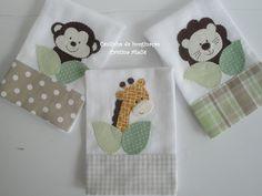 Kit com 3 paninhos de boca 35x35cm ,com barrado em tecido 100% algodão e aplicação em patchwork.