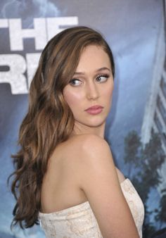"Alycia Debnam-Carey Photos - Actress Alycia Debnam Carey attends the ""Into The Storm"" premiere at AMC Lincoln Square Theater on August 2014 in New York City. - 'Into the Storm' Premieres in NYC Beautiful Gorgeous, Most Beautiful Women, Beautiful People, Alycia Jasmin Debnam Carey, Netflix, Tough Woman, Clarke And Lexa, Show Beauty, Queer Fashion"