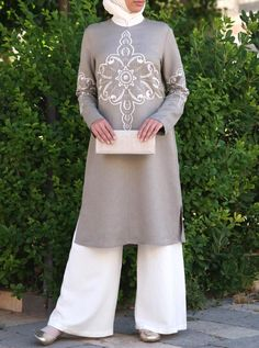 The Gosha Tunic is back! This striking Uzbek-inspired top is simple, sophisticated, and adorned with unusual and lovely embroidery. Try out this long-awaited and unique top, now available in a variety of new colors! Abaya Fashion, Modest Fashion, Fashion Outfits, Abaya Pattern, Womens Maxi Skirts, Islamic Fashion, Islamic Clothing, Layered Skirt, Muslim Women