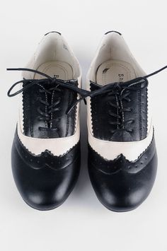 Valbene oxfords, for when I'm feeling monochromatic. Unfortunately, the price reduction to $25 is probably why they have none left in my size.