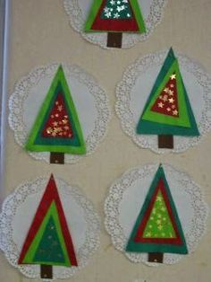 such a cute idea for a Christmas Tree craft! Three triangles for the tree! Childrens Christmas Crafts, Christmas Arts And Crafts, Christmas Activities For Kids, Preschool Christmas, Christmas Projects, Holiday Crafts, Christmas Ornaments, Christmas Trees, Theme Noel