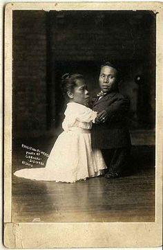 "Filipino ""Midgets"" cabinet card from 1907 St."