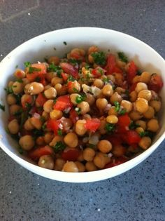 Chickpea salad (low GI) - Passionate about cooking, I am interested in the principle of low glycemic index (GI) and my recipe - Glykämischen Index, Healthy Drinks, Healthy Eating, Caesar Salat, Caprese Salat, Veggie Recipes, Healthy Recipes, Chickpea Recipes, Chickpea Salad