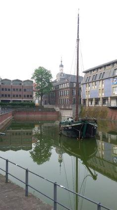 Das Schiffchen im Hafenbecken an der Altstadt, Düsseldorf - Foto: S. Hopp