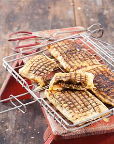 5 braai bread recipes to get fired up about Braai Recipes, Meat Recipes, Cooking Recipes, South African Dishes, South African Recipes, Braai Pie, Kos, Camping Dishes, Cooking Bread