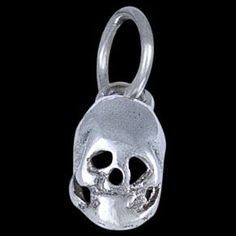 Silver pendant, scull Silver pendant, Ag 925/1000 - sterling silver. A small smirking scull. Dimensions approx. 8x5mm. Thickness up to 3mm.
