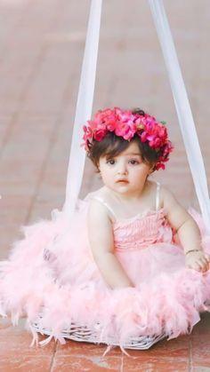 Cute Baby Girl Photos, Cute Baby Couple, Cute Kids Pics, Cute Little Baby Girl, Beautiful Baby Girl, Cute Baby Pictures, Cute Baby Girl Wallpaper, Cute Babies Photography, Cute Baby Videos