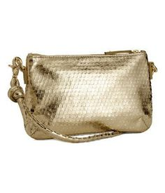 Gold purse to wear with an emerald prom dress #H&M #gold #stpatricksday #prom