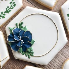 Stunning and simple Fancy Cookies, Cute Cookies, Cookie Icing, Royal Icing Cookies, Cupcakes, Cupcake Cookies, Iced Sugar Cookies, Cookie Designs, Cookie Ideas