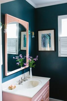 5 Pink bathroom ideas for a splendid and pampering holiday season (Daily Dream Decor) - Modern Pink Bathroom Decor, Bathroom Colors, Bathroom Interior Design, Modern Bathroom, Bathroom Ideas, Colorful Bathroom, Pink Bathrooms, Navy Bathroom, Boho Bathroom