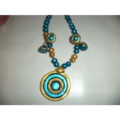 Round pendant set with Jumkhas