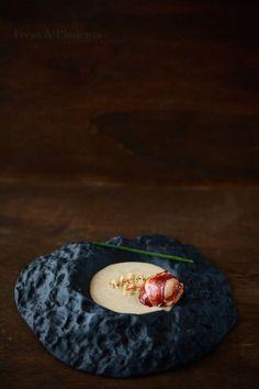 Bogavante, avellanas tostadas, vainilla, mantequilla, cebolla…. una crema aterciopelada de bogavante, aromatizada con vainilla, avella...