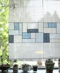 pojagi curtain in white and blues Deco Nature, Textile Fiber Art, Korean Art, Fabric Art, Shibori, Quilting Designs, Textile Design, Quilt Blocks, Sewing Crafts