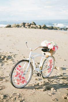 DIY Floral Beach Cruiser / http://www.himisspuff.com/bicycle-wedding-ideas/4/