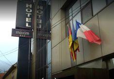 Hotel Maxim Arad #cazarearad #hotelarad Broadway Shows, Signs, Broadway Plays, Dinner Plates, Sign