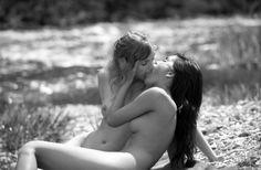 Naked lesbiennes maken liefde