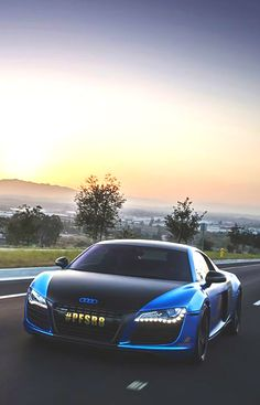 Audi R8. Oooh, I like this two tone look. A real cow catcher but o so nice!