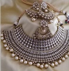 Indian Jewelry Sets, Bridal Jewelry Sets, Bridal Jewellery, Girls Jewelry, Women Jewelry, Fashion Jewelry, Stylish Jewelry, Luxury Jewelry, Shoulder Necklace