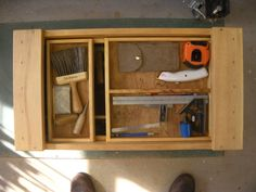 Japanese-style Tool Chese a la Mafe Japanese Carpentry, Japanese Tools, Japanese Woodworking, Woodworking Bench, Japanese Style, Tool Storage, Garage Storage, Outdoor Pergola, Vintage Tools