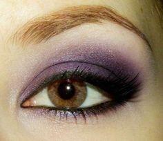 Maquillaje de ojos marrones: Fotos de las mejores ideas - Un bonito maquillaje en tonos morados para ojos marrones