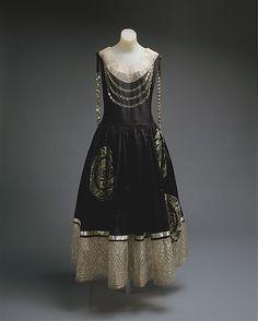 Jeanne Lanvin dress ca. 1924 via The Costume Institute of the Metropolitan Museum of Art 20s Fashion, Moda Fashion, Art Deco Fashion, Fashion History, Vintage Fashion, Fashion Black, Vintage Beauty, Victorian Fashion, Dress Fashion