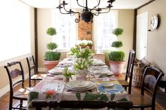 Interior design sounds…imposing to a lot of people. If you think design is beyond you, I have one question: Do you like fresh flowers? Cheerful or romantic or exotic or rustic—flowers keep reading Elegant Decor, Spring Decor, House Inspiration, Flowers For You, Country House, Country Farmhouse, House, Beautiful Interiors, Pretty Tables