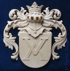 ORNAMENTAL WOODCARVER Patrick Damiaens: Stunning! Custom-made Family Coat of Arms | Family Crest Carved in Wood | Individually carved and painted Coats of Arms and Crests