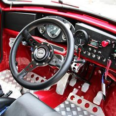mini interior Red Mini Cooper, Mini Cooper Classic, Classic Mini, Classic Cars, Mini Cooper Interior, Volkswagen, Mini Morris, Monte Carlo Rally, Cooper Car